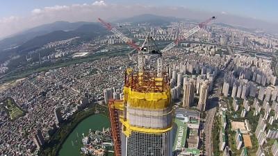 공사가 한창인 롯데월드타워의 모습.  - 롯데건설 제공